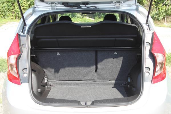 Nissan Note II Рестайлинг серый багажник