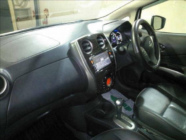 Nissan Note 2015 внутри