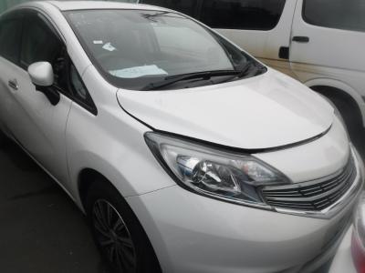 Nissan Note 2015 белый капот