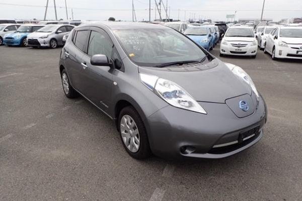 Nissan Leaf 2014 серый спереди
