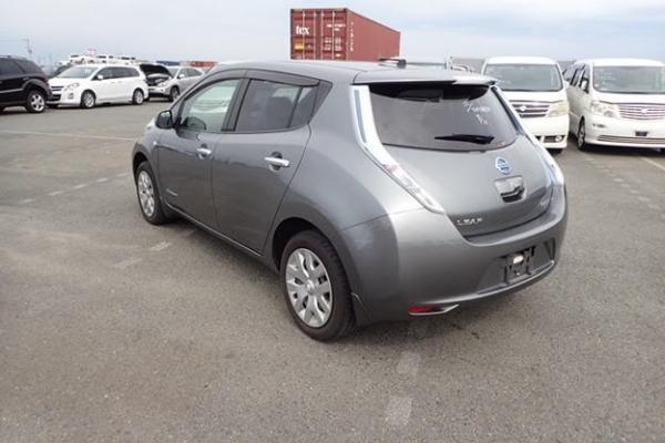 Nissan Leaf 2014 серый сзади