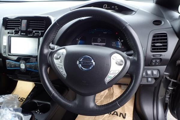 Nissan Leaf 2014 руль