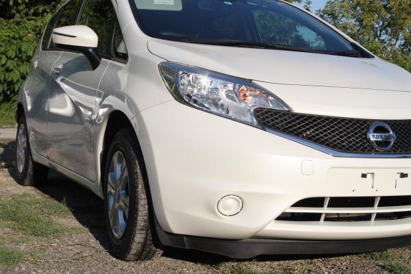 Nissan Note 2015 белый фара