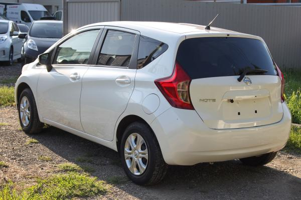 Nissan Note белый зад