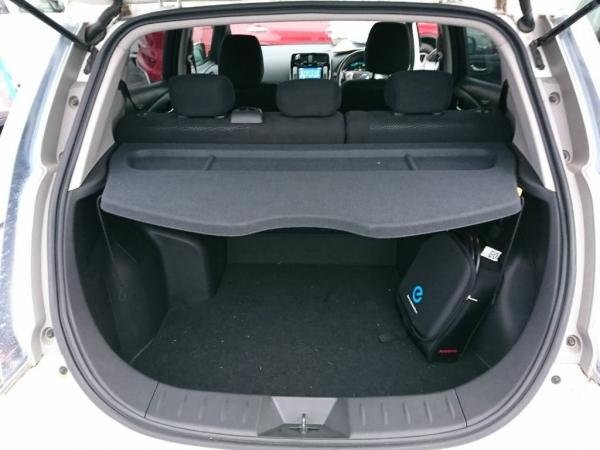 Nissan Leaf 2014 белый багажник