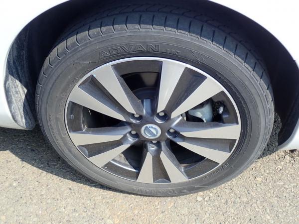 Nissan Leaf 2014 колесо
