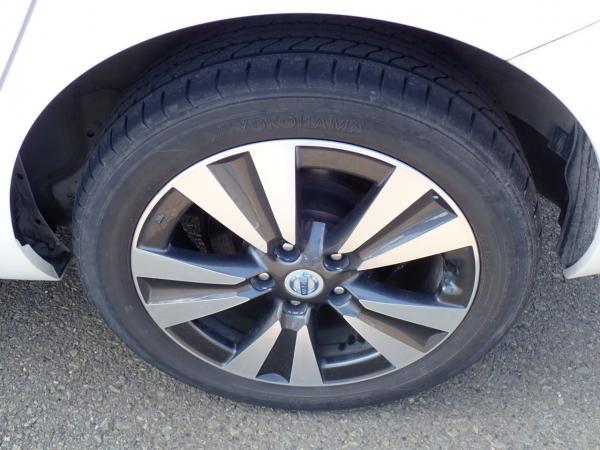 Nissan Leaf 2014 белый колёса