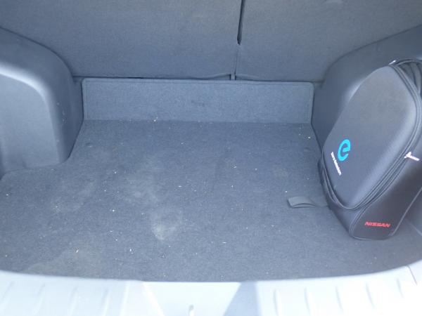 Nissan Leaf 2014 багажник