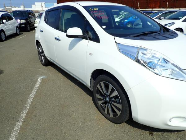 Nissan Leaf 2014 белый фара