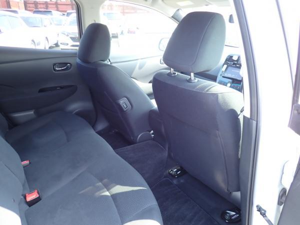 Nissan Leaf 2014 задние сидения