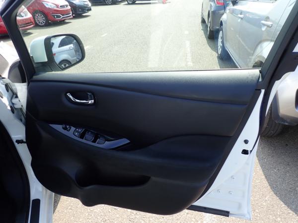 Nissan Leaf 2014 белый дверь