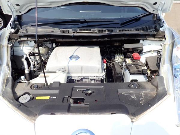 Nissan Leaf 2014 белый двигатель