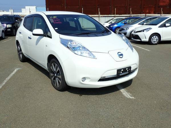 Nissan Leaf белый