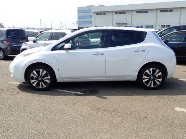Nissan Leaf 2014 белый сбоку