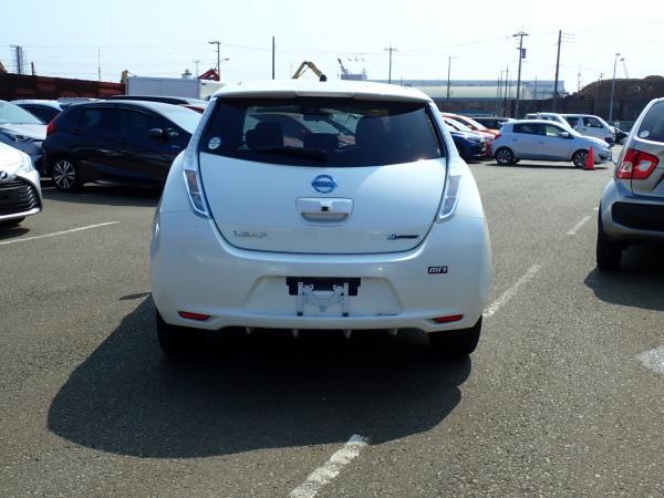 Nissan Leaf 2014 белый вид сзади