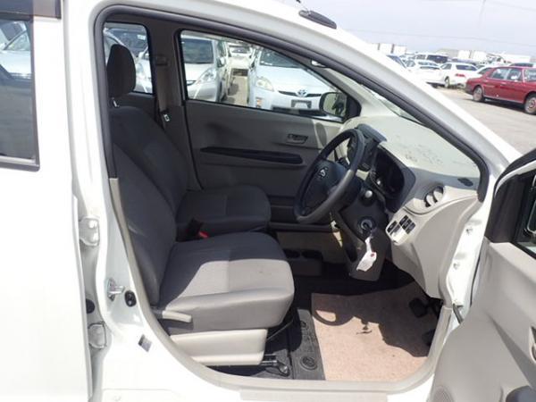 Daihatsu Mira 2015 передние сидения