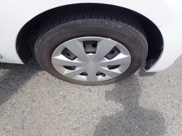 Daihatsu Mira 2015 белый колесо