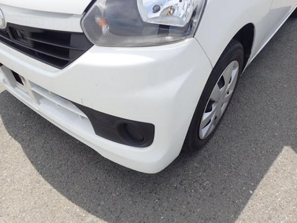 Daihatsu Mira 2015 белый фара