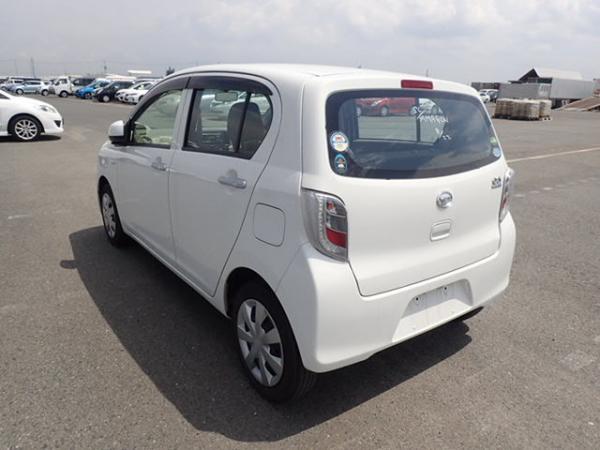 Daihatsu Mira белый сзади