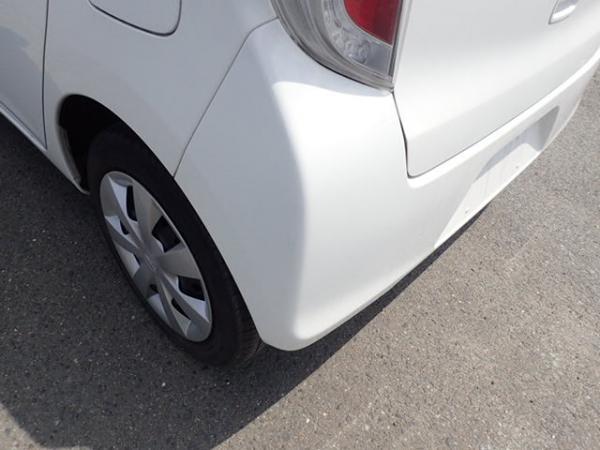 Daihatsu Mira 2015 белый задний бампер