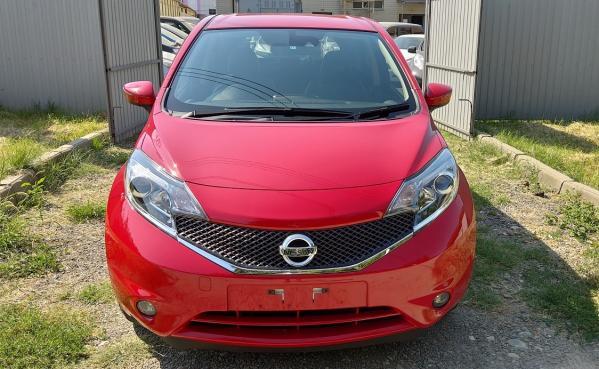 Nissan Note 2015 красный сперди