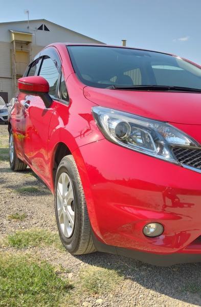 Nissan Note 2015 красный фара