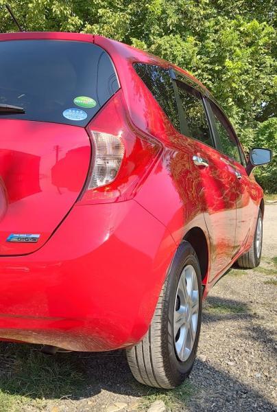 Nissan Note красный задняя фара