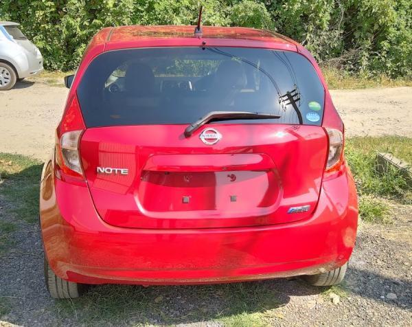 Nissan Note 2015 красный сзади