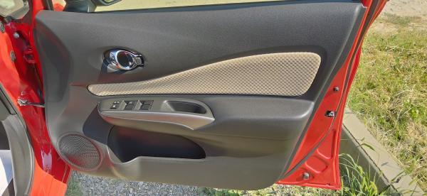 Nissan Note красный дверь