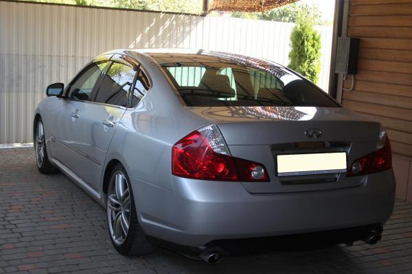 Nissan Fuga I Рестайлинг серый сзади