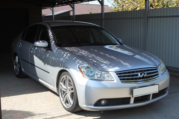 Nissan Fuga I серый