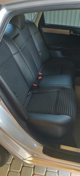 Nissan Fuga 2006 задние сидения