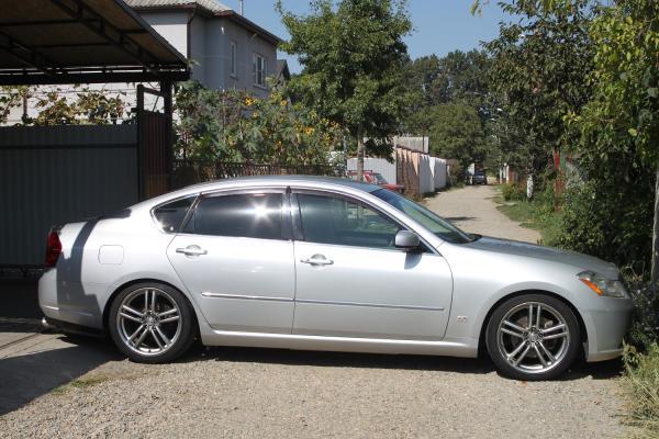 Nissan Fuga I Рестайлинг серый сбоку