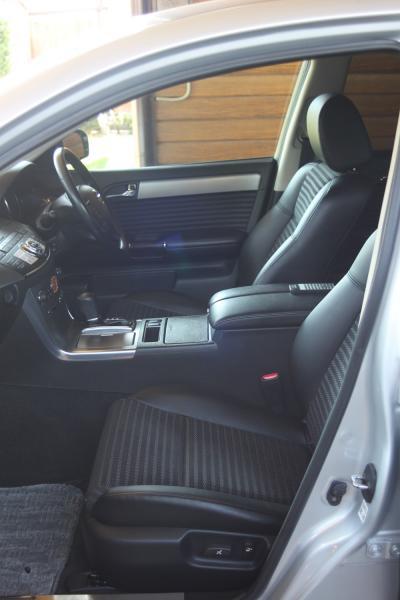 Nissan Fuga передние сидения
