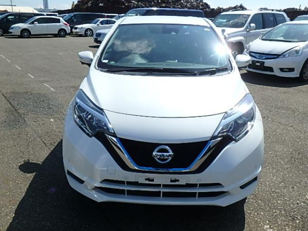 Nissan Note 2016 белый спереди