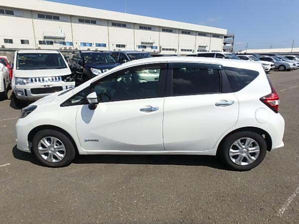Nissan Note 2016 белый сбоку
