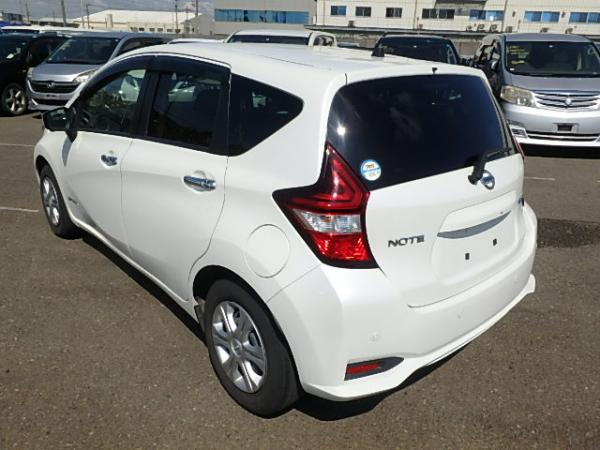 Nissan Note 2016 белый зад