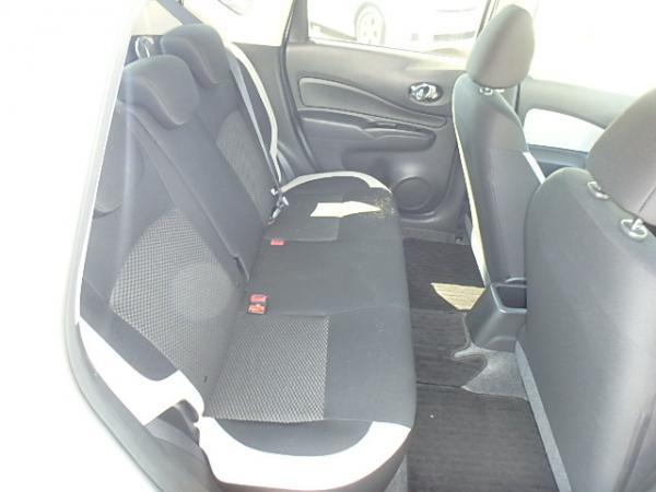 Nissan Note 2016 задние сидения