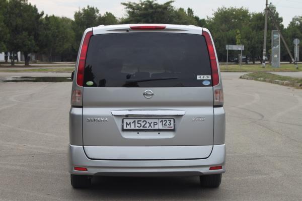 Nissan Serena 2007 серый сзади