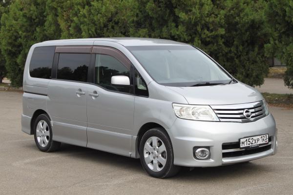 Nissan Serena серый