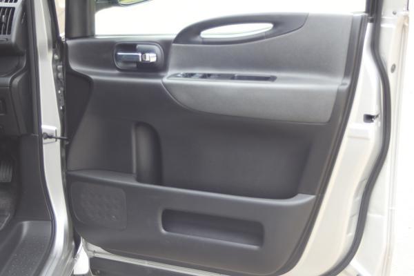Nissan Serena дверь