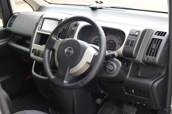 Nissan Serena 2007 интерьер