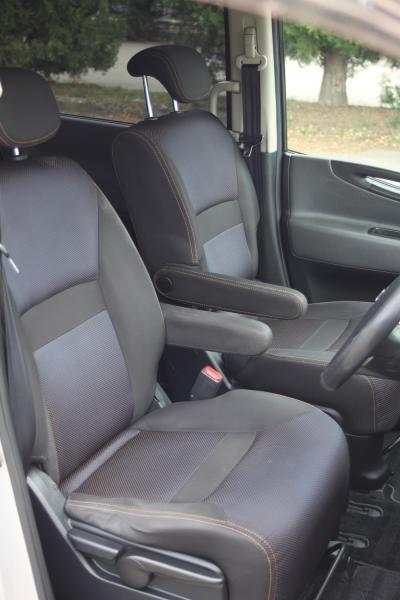 Nissan Serena 2007 передние сидения