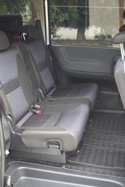 Nissan Serena 2007 сидения