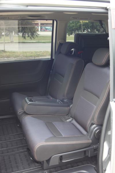 Nissan Serena передние сидения