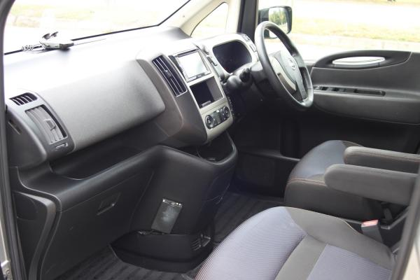Nissan Serena интерьер