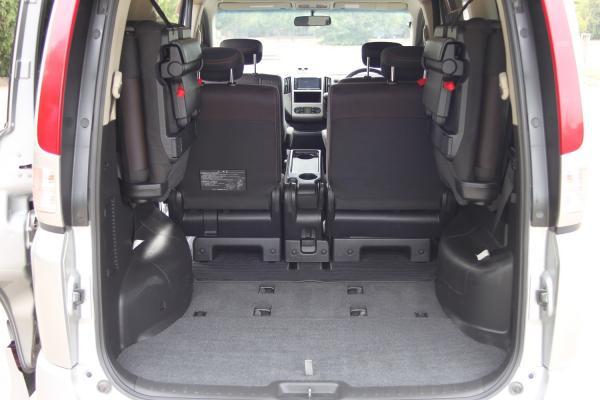 Nissan Serena 2007 серый багажник