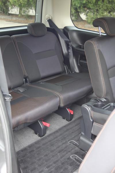 Nissan Serena задние сидения
