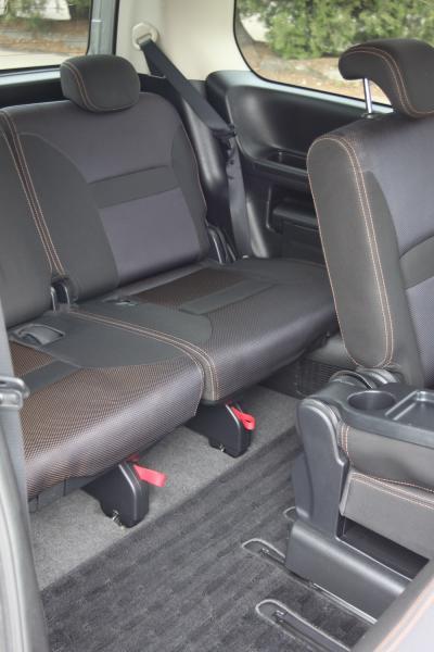 Nissan Serena 2007 задние сидения