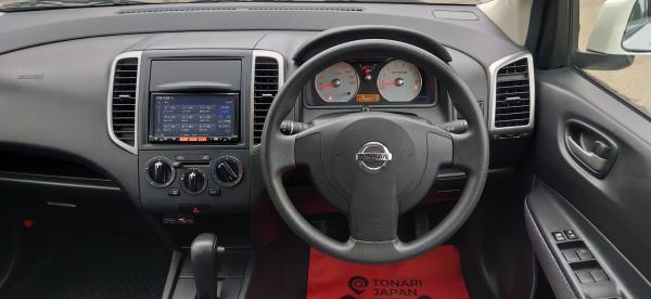 Nissan Wingroad салон